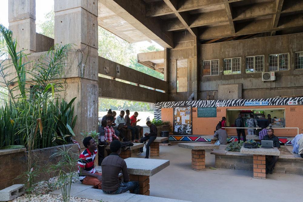 05_Architecture_Independence_ I University of Zambia - UNZA, Lusaka (Zambia),von/by Julian Elliott, 1965-1970, Fo- to/photo: © Iwan Baan