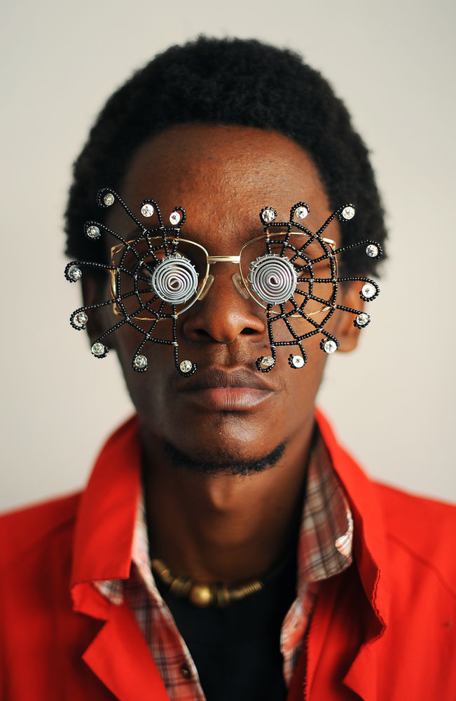 Cyrus Kabiru, »Caribbean Sun«, 2012, Aufnahme aus der »C-Stunners« Fotografie-Serie, © Carl de Souza/AFP/Getty Images